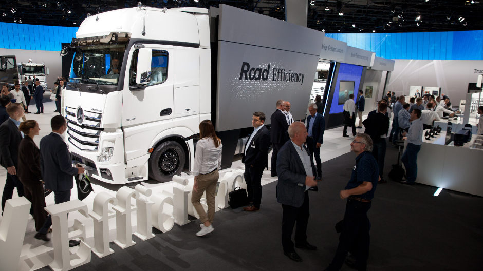 At Mercedes-Benz Trucks, RoadEfficiency stands for the tight integration of reliable technologies, innovative safety concepts and smart services.