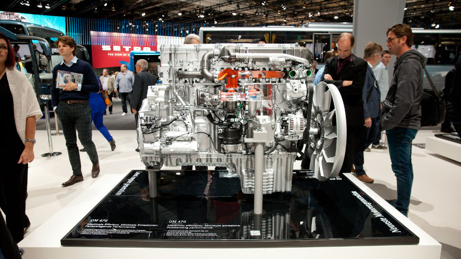 The latest generation of the Mercedes-Benz OM 470 comes with an all-round boost in performance. The in-line six-cylinder OM 470 with a 10.7 l capacity is the most compact of all the heavy-duty engines with the star.