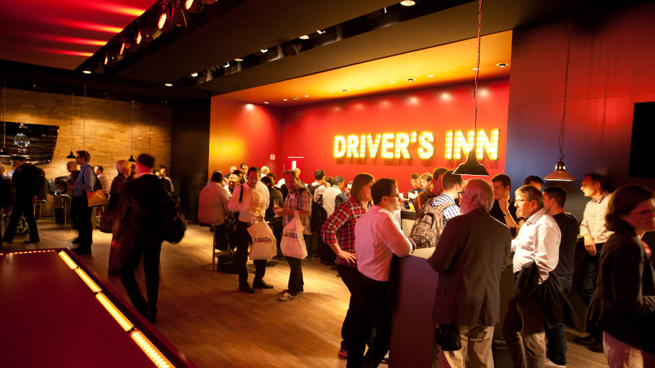 Tasty snacks, cool drink and live music – the surefire combination that is again turning the Mercedes-Benz Driver's Inn into a major attraction this year.
