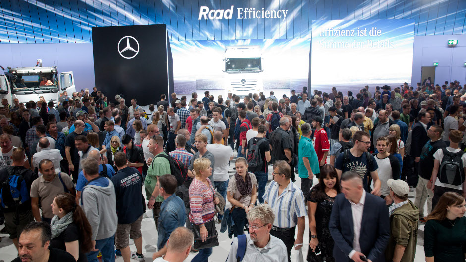 In a show running several times each day, Mercedes-Benz is demonstrating how lower total costs, greater safety and maximised utilisation contribute to RoadEfficiency.