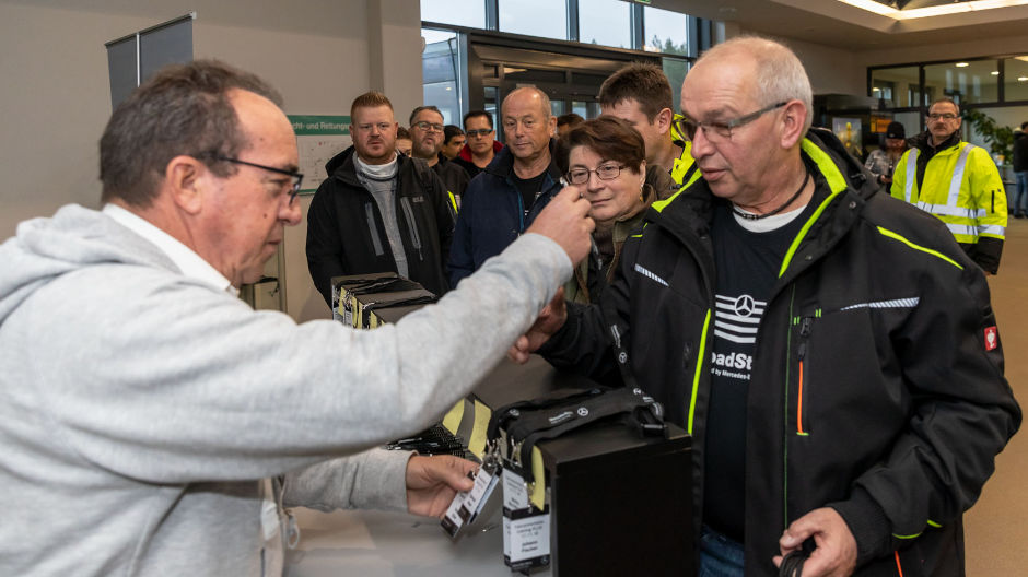 At an exclusive training course on the premises of the Berlin-Brandenburg Driving Safety Training Centre, 48 RoadStars from 13 countries spent an unforgettable day.