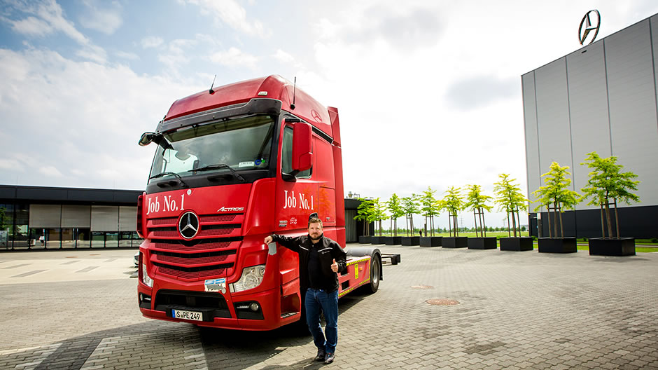 Roadtrip met de actros job no 1 roadstars for Mercedes benz employment