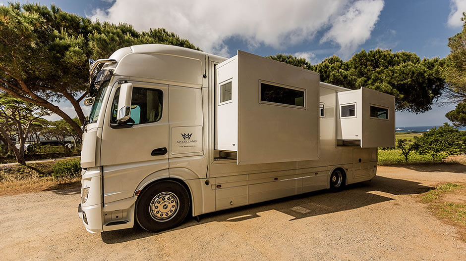 Magellano the actros as a motorhome roadstars for Mercedes benz motor home