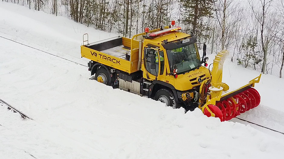 Be it a snow cutter or a heavy snow plough, the Unimog is perfectly suited to all types of attachment.