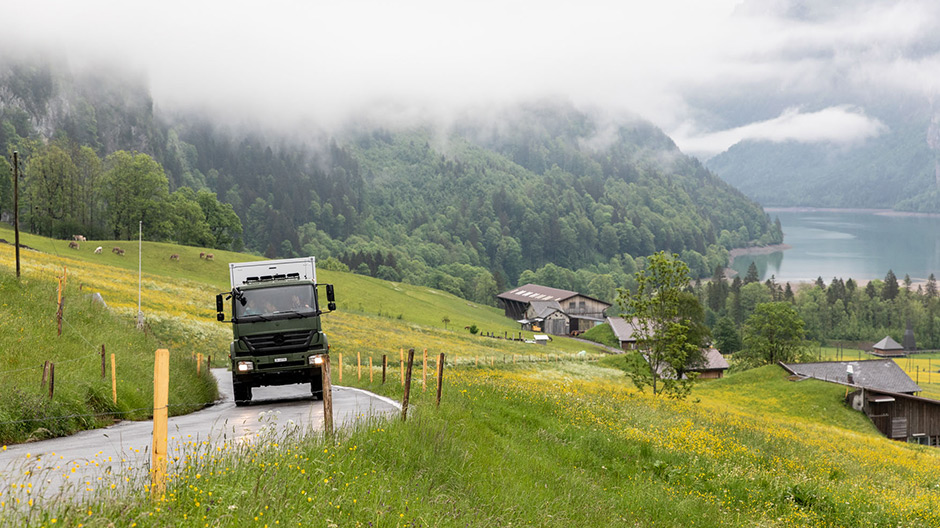 Preparations in the Swiss mountains. The Kammermanns have been living in their expedition truck since April. The images were made during a meeting with the pair at the Klöntalersee lake in the Swiss canton Glarus.