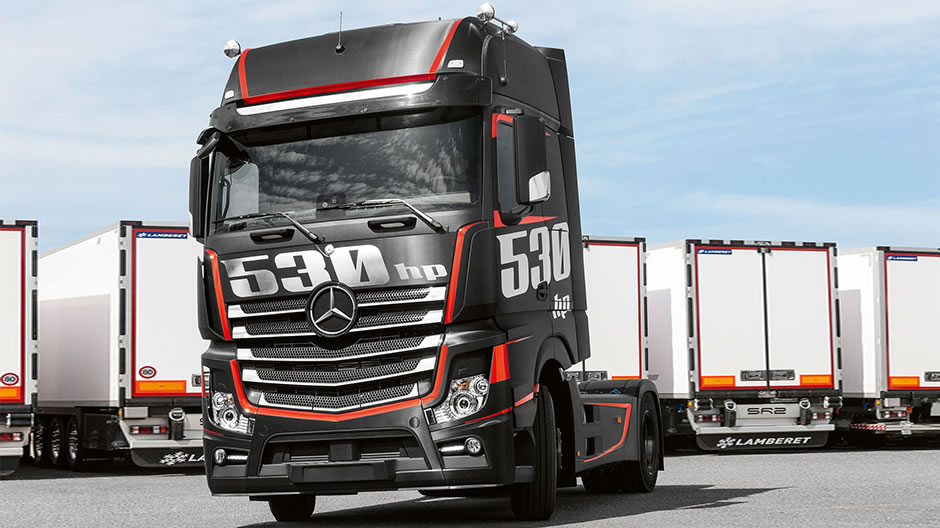 Mercedes Benz Celebrates The Om 471 With An Actros Racing
