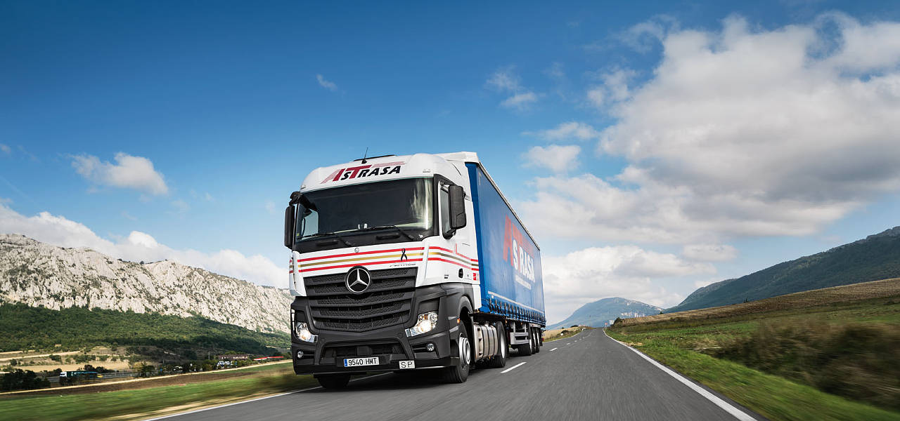 Euro Truck Simulator 2, now with the new Mercedes-Benz