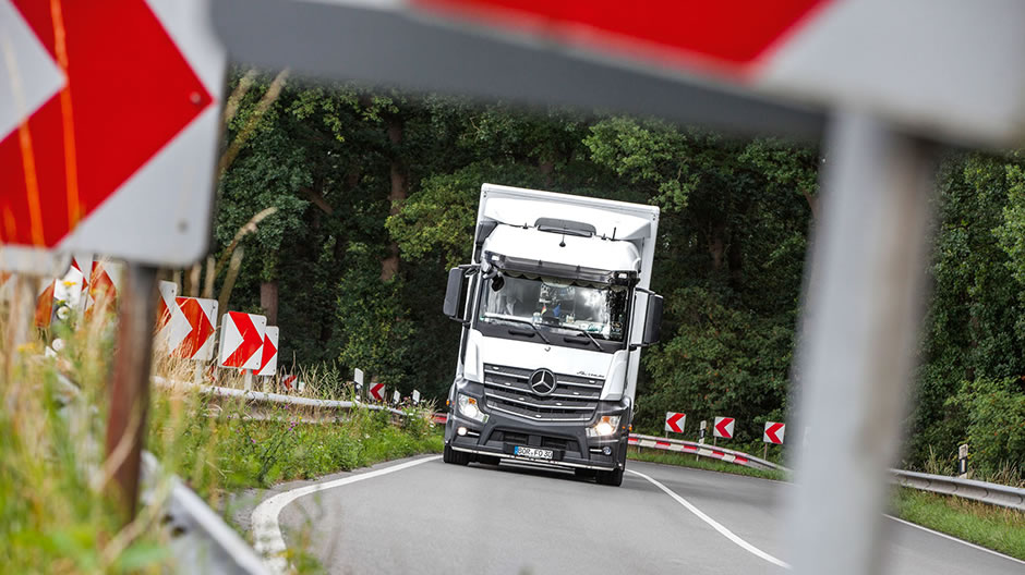 The Actros trucks of this family firm from Münsterland travel purposefully across the whole of Germany as well as Switzerland.