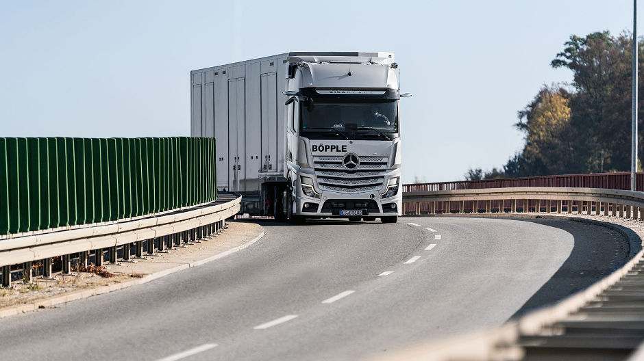 The new Actros has made a sustainable leap forward in terms of digitisation, networking and automation.