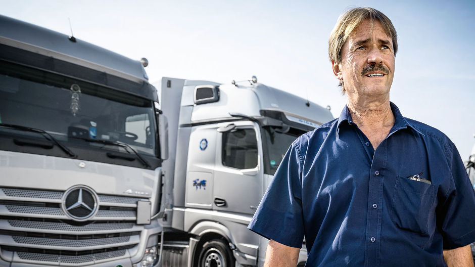Experienced. Senior boss Alfred Böpple is the expert for truck technology at Böpple Automotive, and he is taking a very close look at the new Actros.