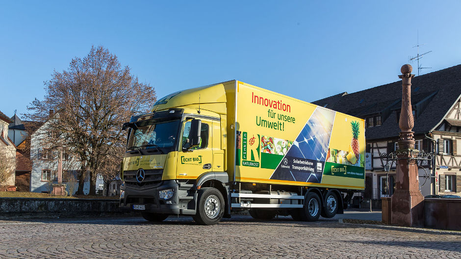 Yellow fleet. The 'Solar Antos' is the latest addition to Rinklin's 35-strong truck fleet. Rinklin supports body manufacturer TBV in the development of cooling systems powered by solar energy.