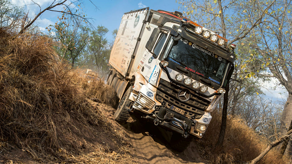 An Arocs 2645 6×6 with box body in the Australian outback - RoadStars
