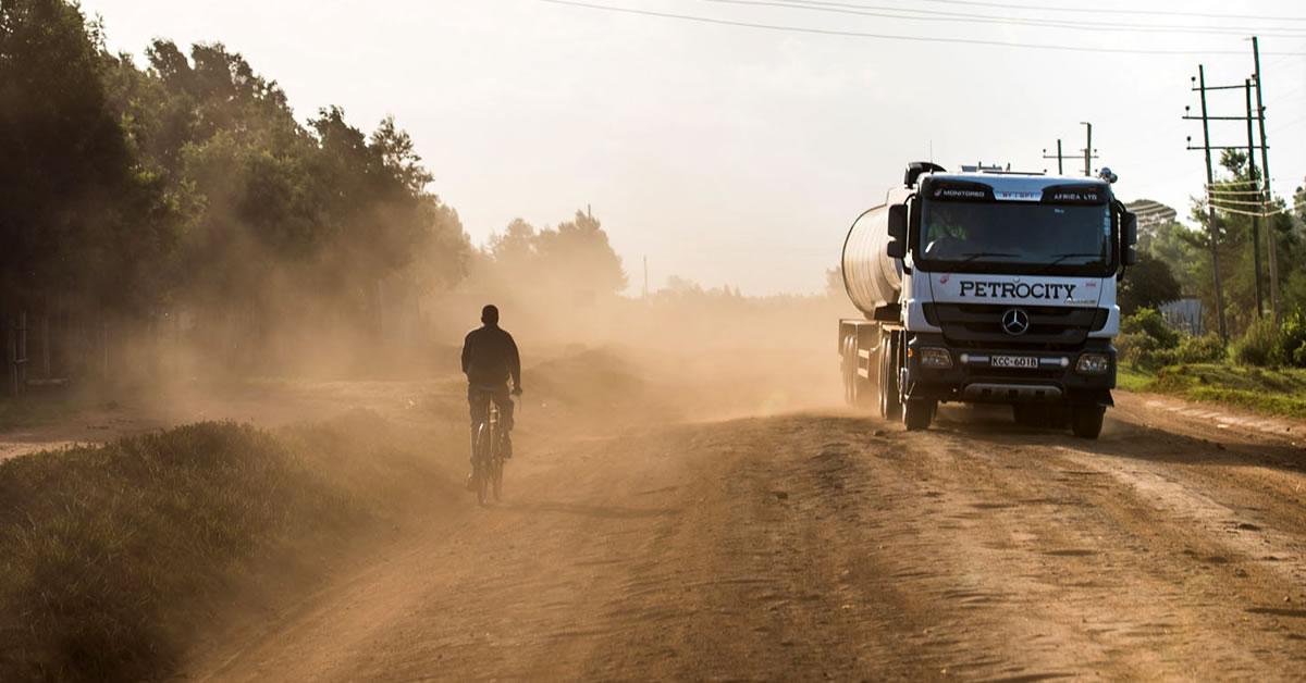Mit servicetechnikern unterwegs in kenia roadstars for Mercedes benz technician
