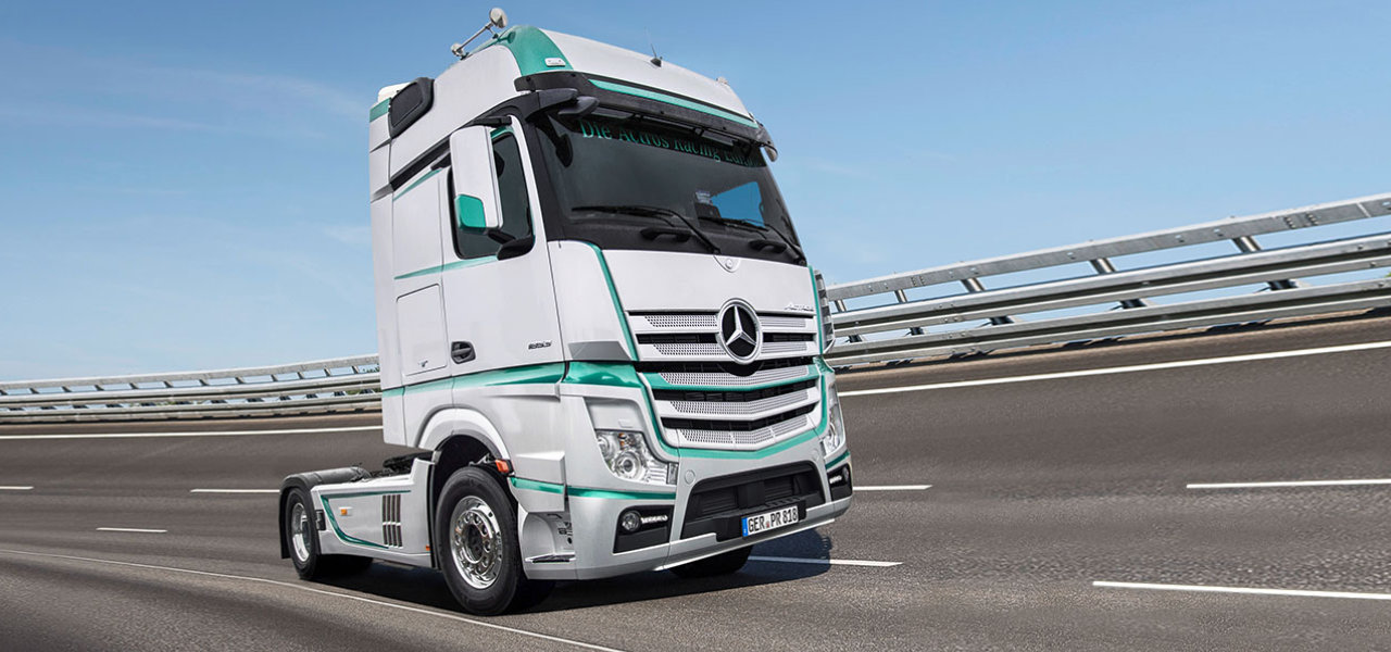 Limited edition model actros racing edition roadstars for Mercedes benz limited edition