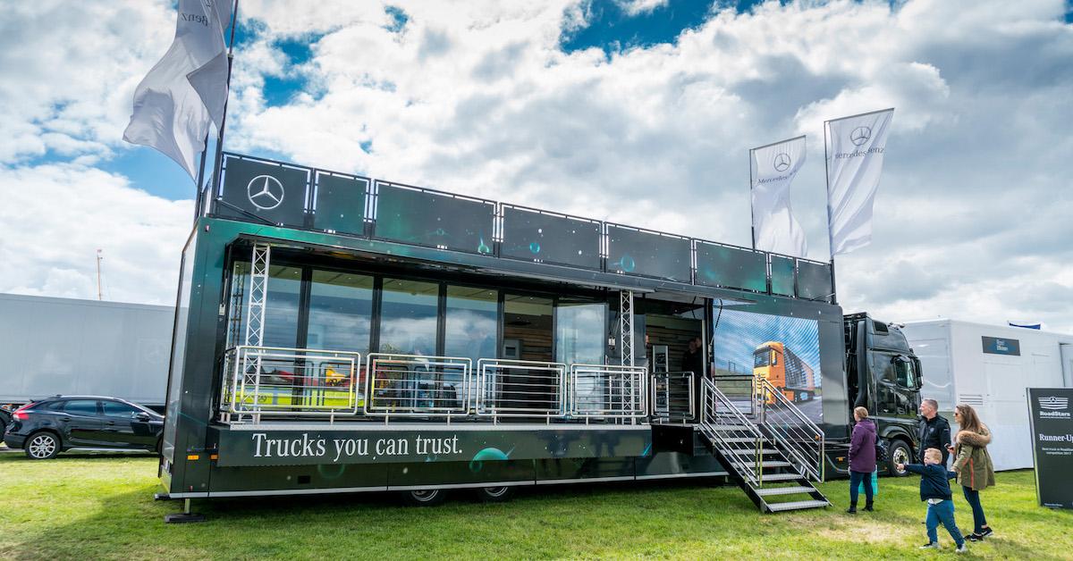 Headlights on truckfest peterborough 2017 roadstars for Mercedes benz bank login