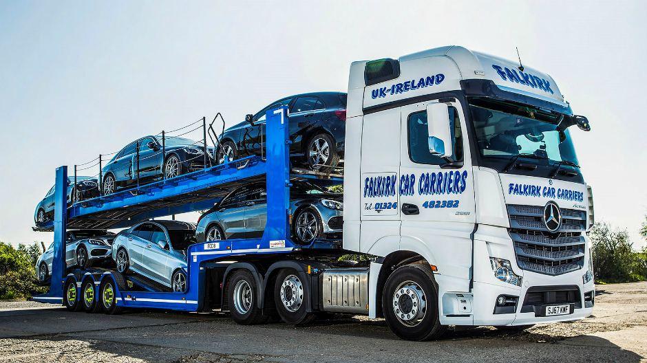 Mercedes-Benz Actros delivers for car transporter. - RoadStars