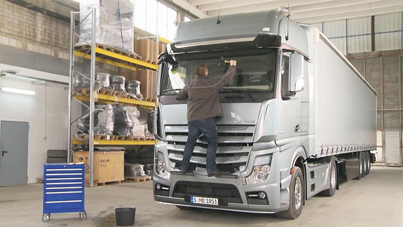 Technische films de nieuwe actros roadstars for Mercedes benz cleaning products