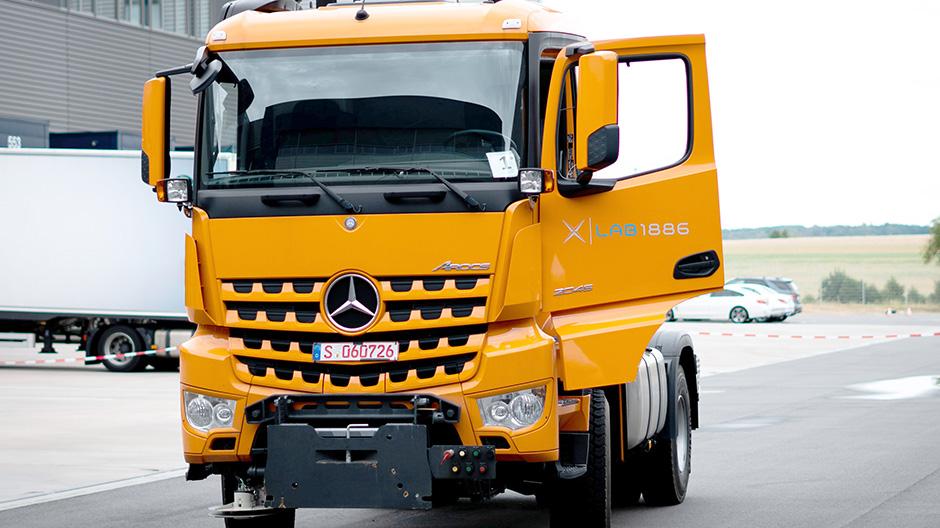 Självkörande lastbil från Mercedes-Benz på ELMIA - RoadStars
